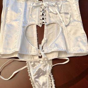 Beautiful Dreamgirl Pearl open heart corset 38